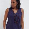 Camiseta em Malha Cavada Decote em V P Preta R308