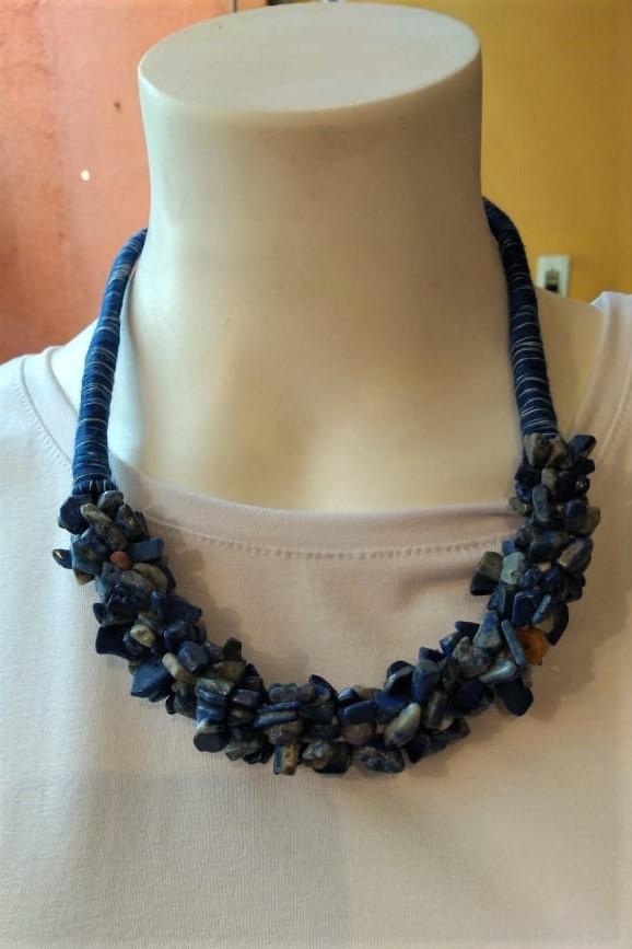 Colar em Cascalhos de Pedras Naturais Azul