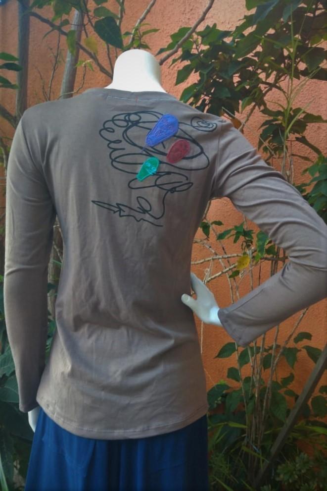 Camiseta em Malha Customizada Mangas Longas Marron Máscara