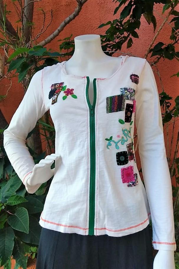 Casaqueto em Malha Customizada Mangas Longas Branca com Capuz