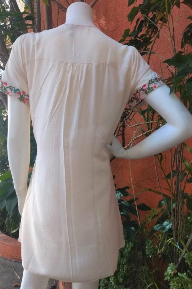Vestido em Viscose com Mangas Curtas e Pala Bordada Betania