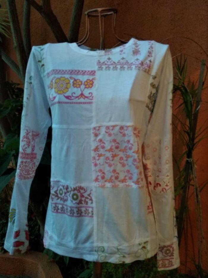 Camiseta em Malha Baby Look Mangas Longas Ptchw Branca G