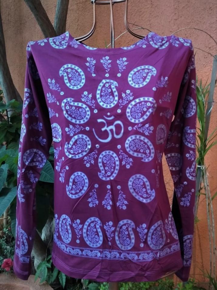 Camiseta em Malha Baby Look Mangas Longas Vinho Pasley GG