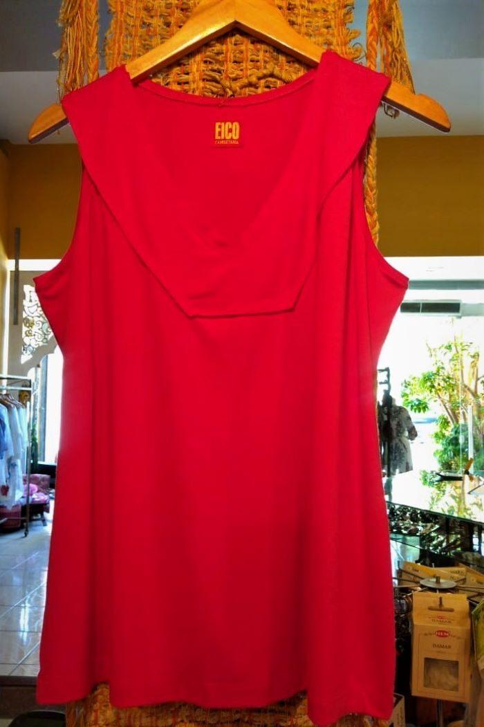Blusa em Malha Cavada com Decote em V Vermelha