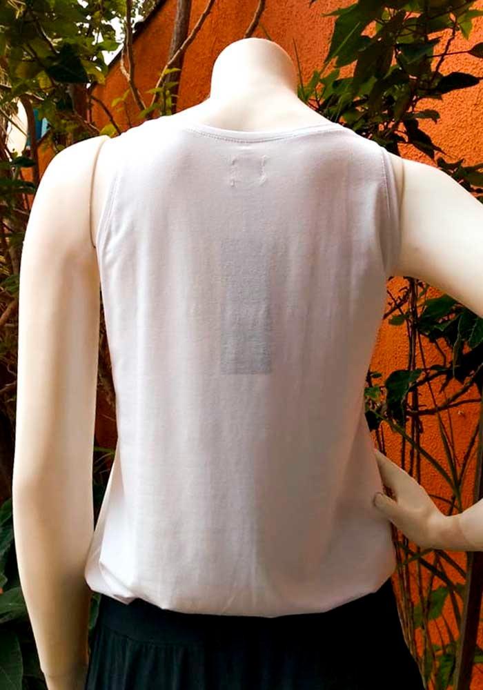 Camiseta em Malha Cavada Balonê