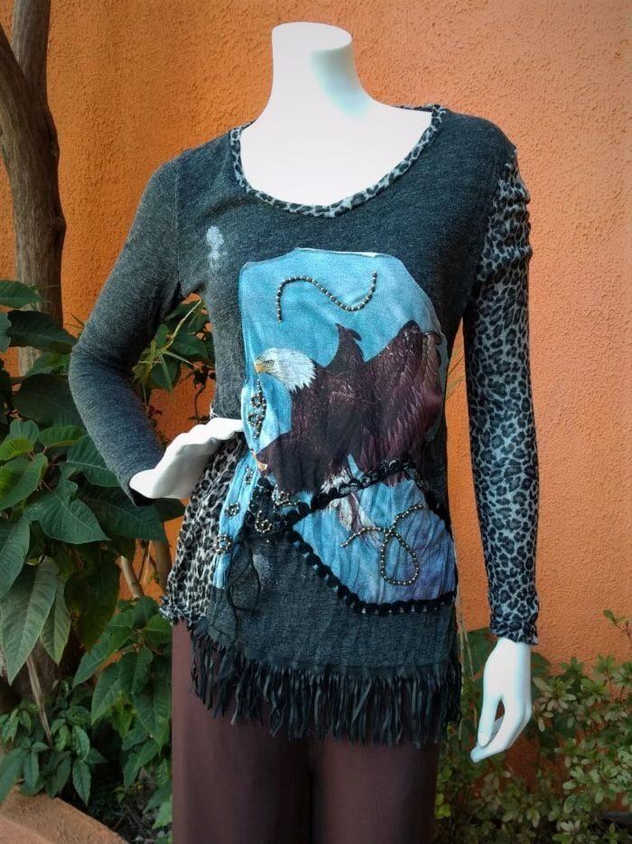 Blusa em Lã com Mangas Longas Customizada Águia