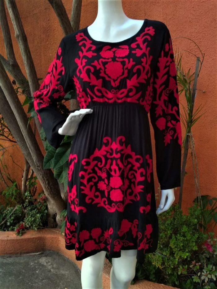 Vestido em Viscose com Mangas Longas Bordado Vermelho