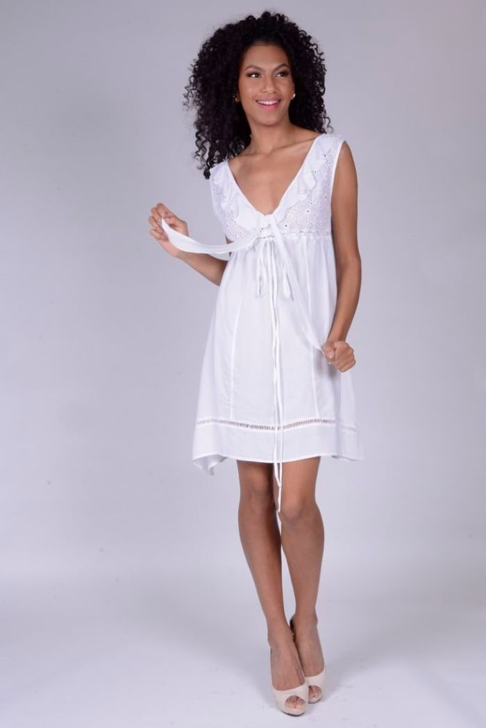 Vestido em Algodão e Lese Curto Cavado Decote com Babado Branco